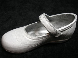 ドアストッパー 白靴 右